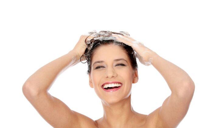 Beauty-Sünde: Spülung in die Kopfhaut einmassieren