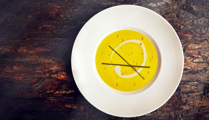 Butternusskürbis-Suppe mit Kokos-Vanillecreme