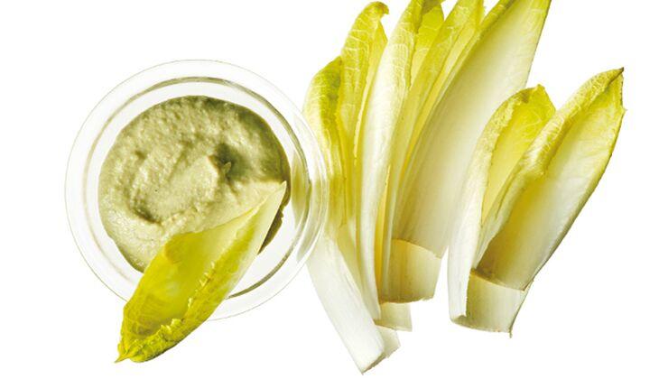 Chicorée mit Hummus