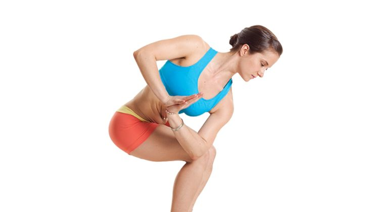 Den Körper entgiften beim Yoga: Gedrehter Stuhl