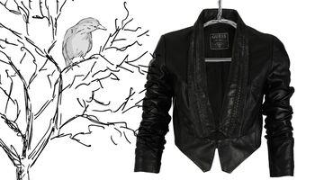 Der Leder Blazer von GUESS Jeans, der Trend für die kühle Jahreszeit.
