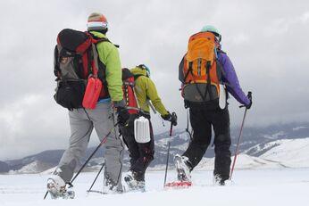 Durch Schnee und Eis bei der Camping-Expedition