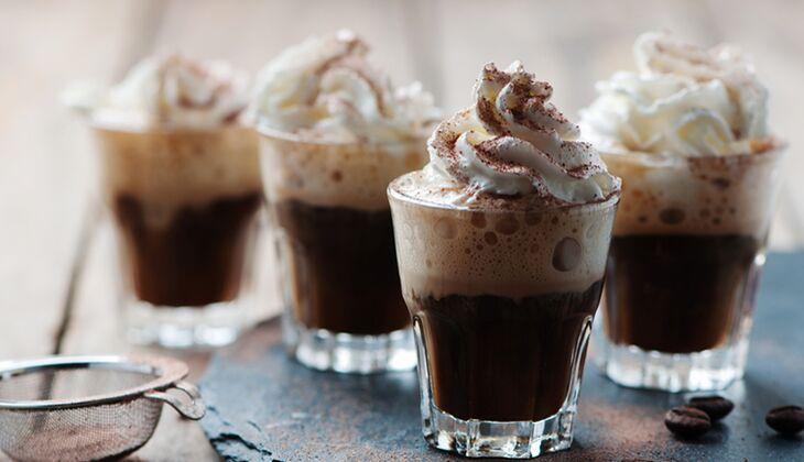 Ein Becher Irish Coffee hat 111 Kalorien