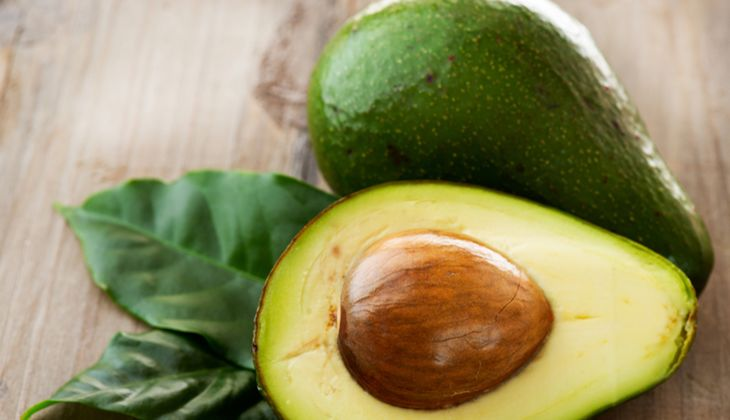 Eine halbe Avocado enthält circa 12 Mikrogramm Biotin