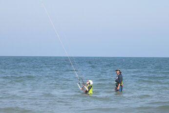Erste Kite-Versuche im Wasser