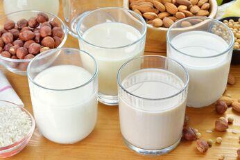 Es gibt genug leckere Milchalternativen, die von Natur aus laktosefrei und vegan sind
