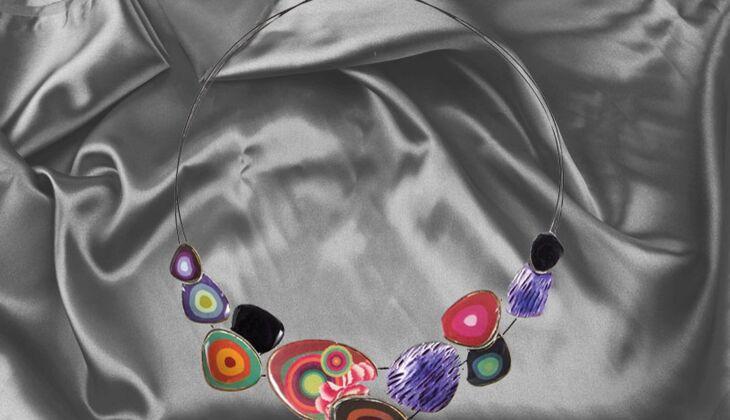 Farbenfrohes Collier von Desigual, zirka 45 Euro, über Zalando