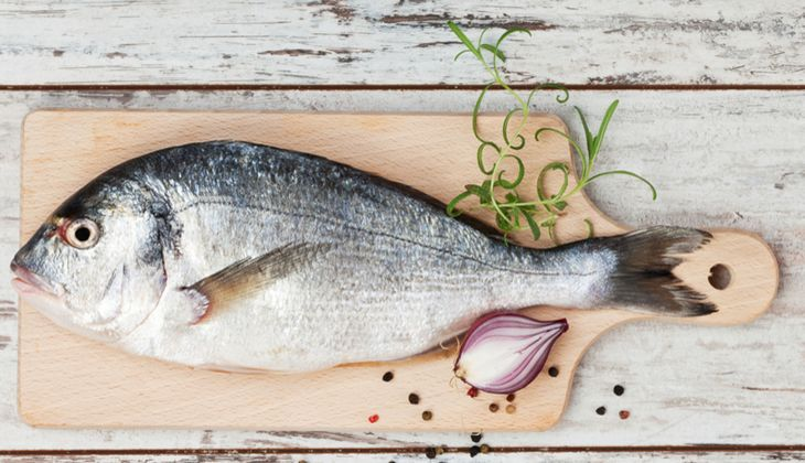 Fischfilet ist sehr empfindlich und sollte lieber indirekt gegrillt werden