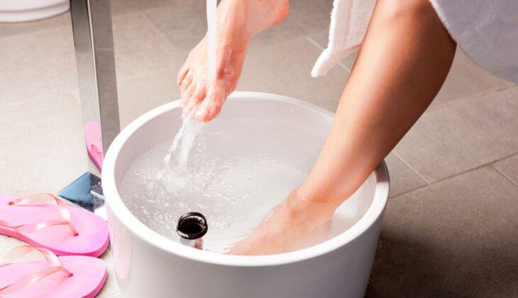 Fußbad: Tauchen Sie Ihre Füße ins warme Wasser