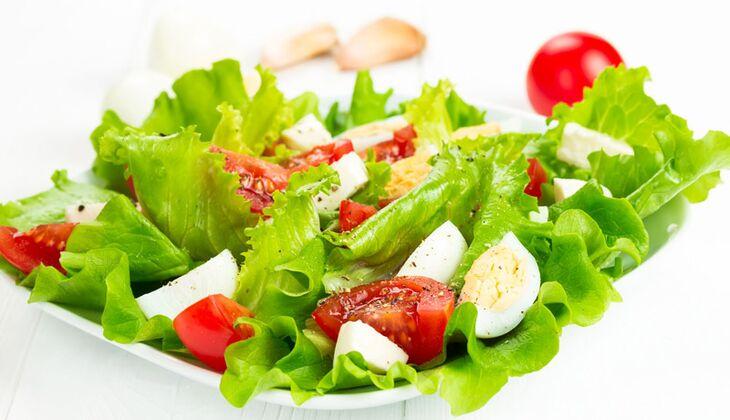 Gemischter Blattsalat mit Tomate und Ei