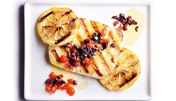 Grill-Halloumi mit Zitrone und Tapenade