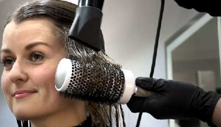 Haare glätten mit Keratin-Behandlung