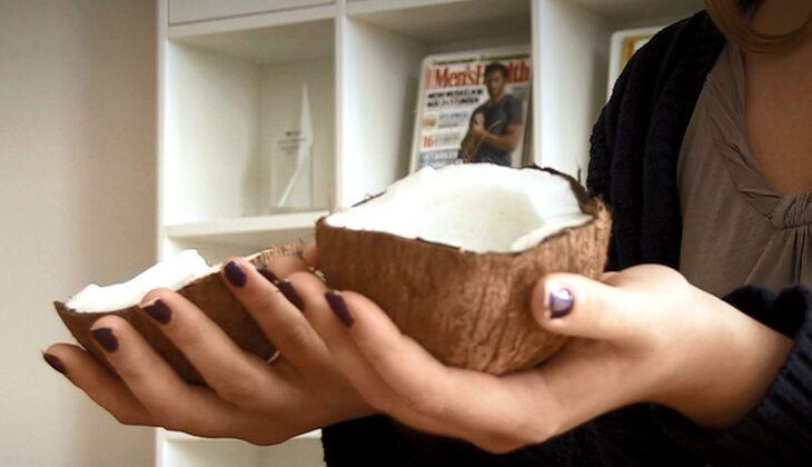 Kokosnuss knacken in 7 Sekunden  so geht's