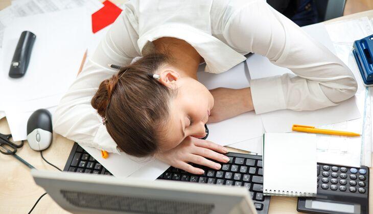 Lange Arbeitstage machen depressiv