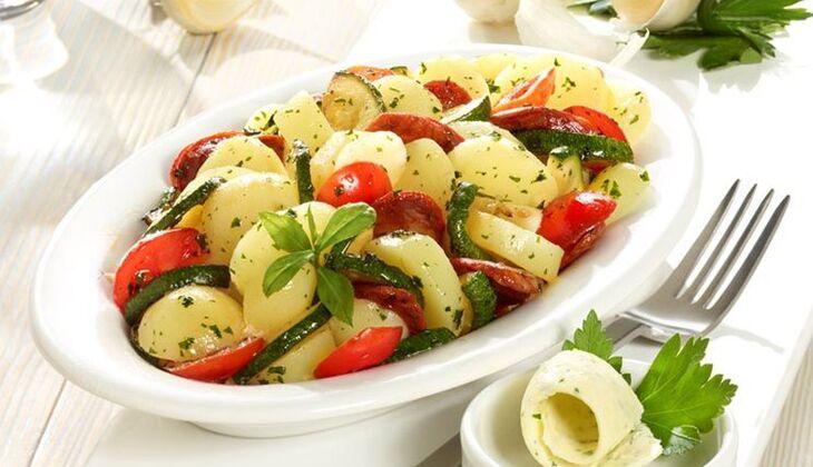 Lauwarmer Knoblauch-Kartoffelsalat