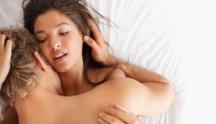 Lob nach dem Sex macht ihn treu