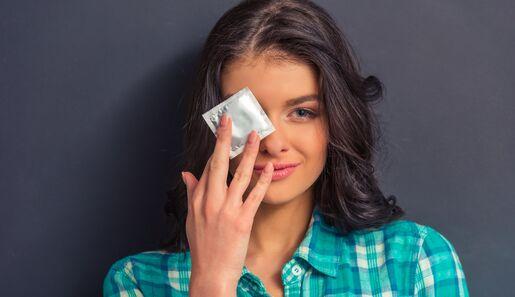Make up mit Kondom auftragen