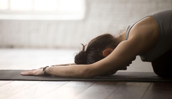 Mit diesen Yoga-Übungen können Sie am Feierabend relaxen