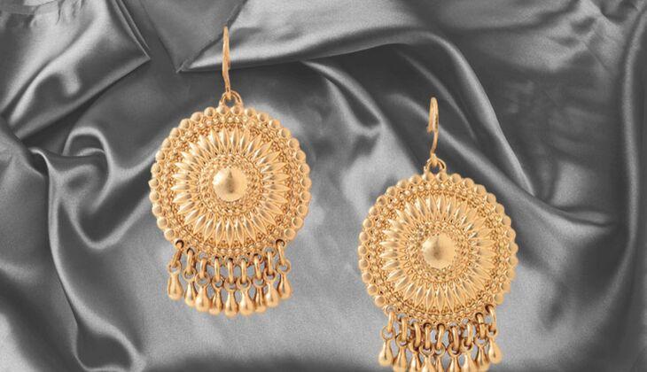 Ohrhänger im Ornament-Design von Esprit, zirka 15 Euro