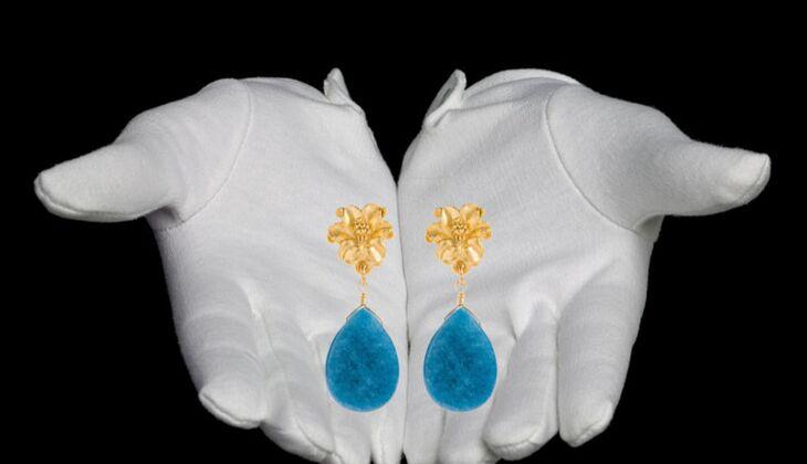 Ohrhänger mit Jadetropfen von David Aubrey, zirka 60 Euro, über Zalando