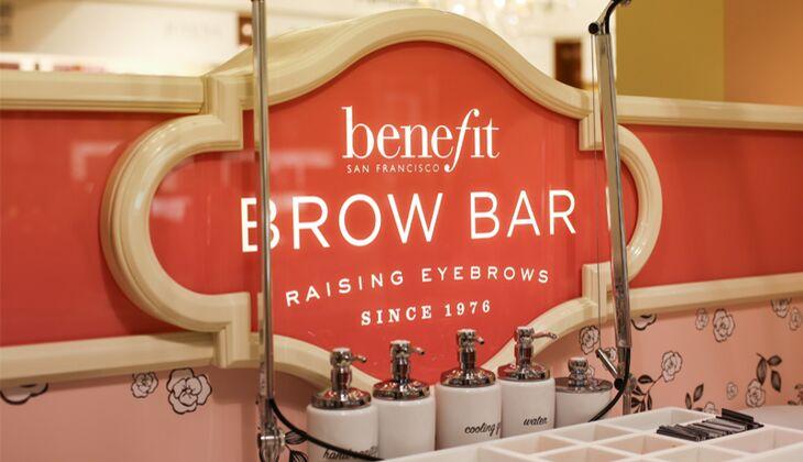 Perfekte Augenbrauen in der Brow Bar