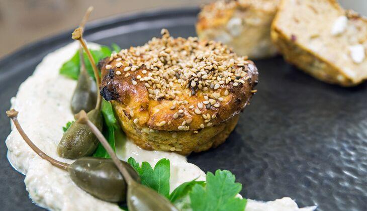 Quark-Feta-Muffins mit Gurken-Quark-Dip