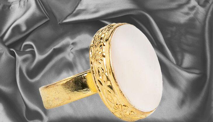 Ring mit Schmuckstein von Mango, zirka 20 Euro