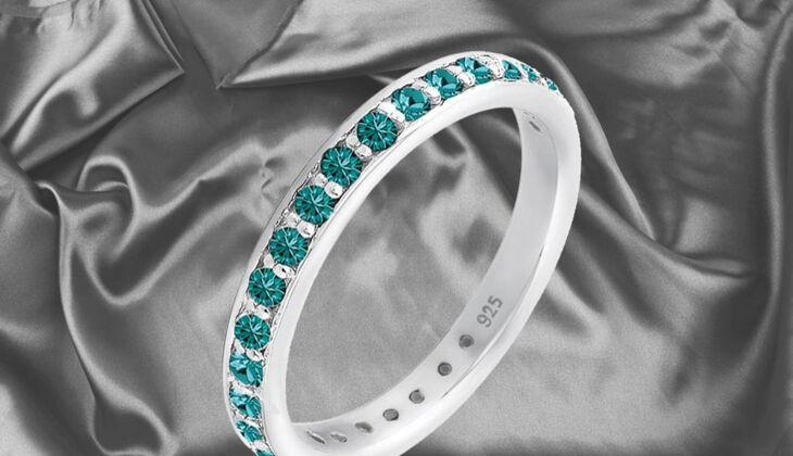 Ring mit farbigen Kristallen von Elli, zirka 40 Euro, über Zalando