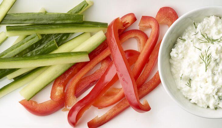 Rohkost-Snack mit Hüttenkäse