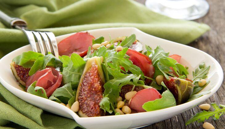 Salat mit Feige und Schinken
