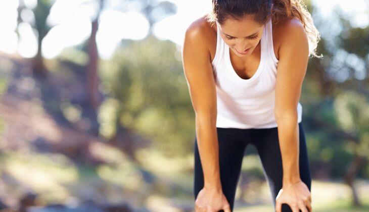 Seitenstechen beim Training nervt – darum heißt es vorbeugen