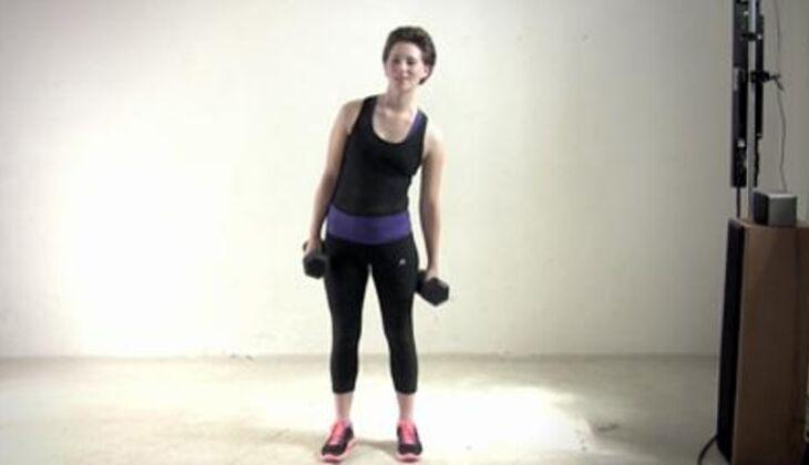 Sexy-Bauch-Workout: Seitbeuge mit Kurzhantel
