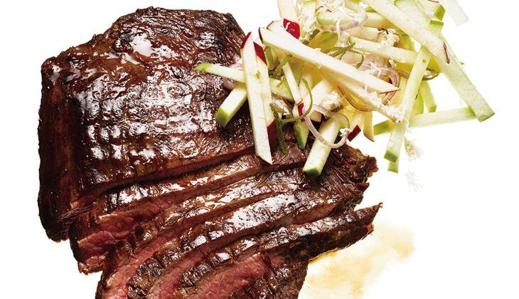 Steak mit Apfel-Meerrettich-Relish