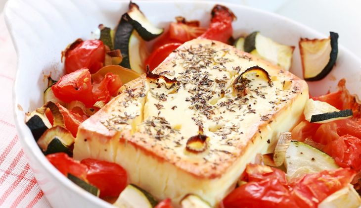 Süßsaures Gemüse mit gebackenem Feta