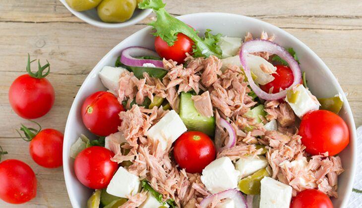 Thunfischsalat mit Schafskäse nach griechischer Art