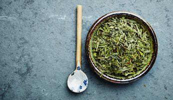 Zahlreiche Studien konnten bereits belegen, dass grüner Tee die Fettverbrennung ankurbeln kann