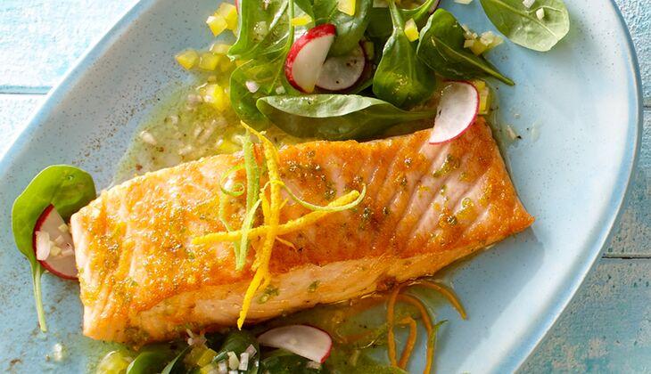 Zitrus-Lachs auf Spinatsalat mit Ingwer