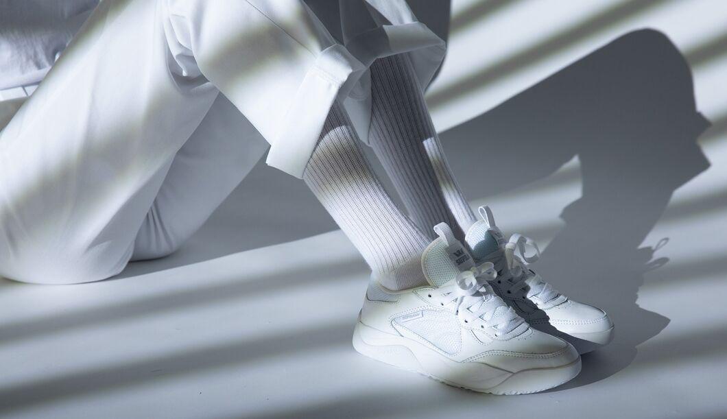 Diese weißen Sneaker sind Trend