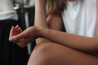 Kleine Tattoos 9 Schöne Ideen Und Ihre Bedeutung Womens