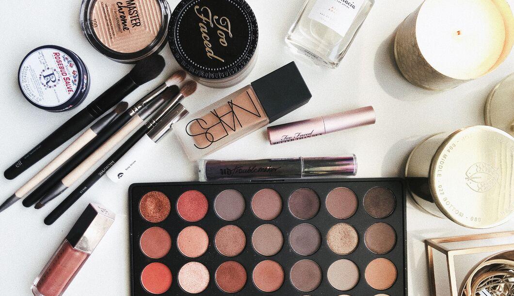 Jünger aussehen mit dem richtigen Make-up